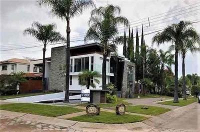 Hermosa Casa Con Acabados De Lujo En Valle Real !