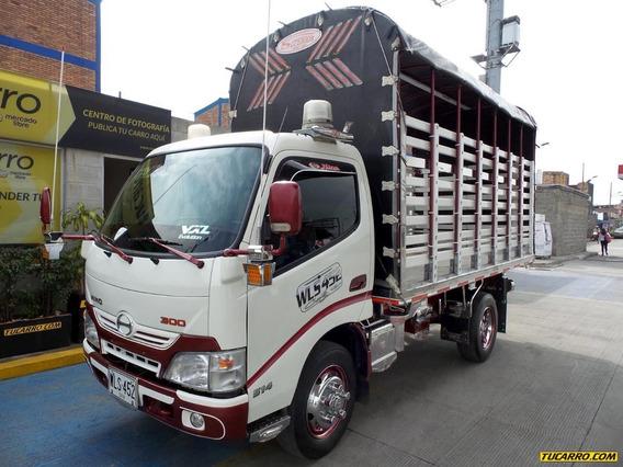 Estacas Hino Dutro Pro 300