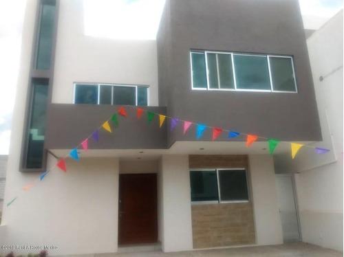 Casa En Venta En Cumbres Del Lago, Queretaro, Rah-mx-20-2279