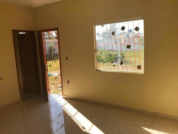 Casa Com 1 Quarto,banheiro, Copa/cozinha, Sala E Area/serv