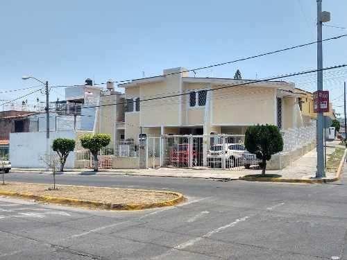 Casa De 4 Recamaras Con Amplia Terraza Tabachines Zapopan Ja