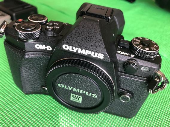 Câmera Olympus Omd Em-5 Ii M2 Só Corpo + Acessórios
