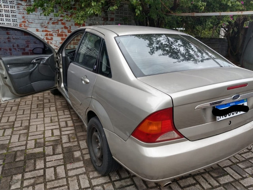 Ford Focus Ghia 2003