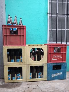 Cajón De Cervezas Y Botellas Vacías