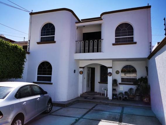 Casa En Renta Súper Amplia En Tejeda, A 2 Min De Constituyentes Céntrica