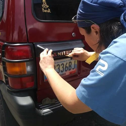 Emblema Mitsubishi Montero Dakar Cromo Relieve Porta Placas