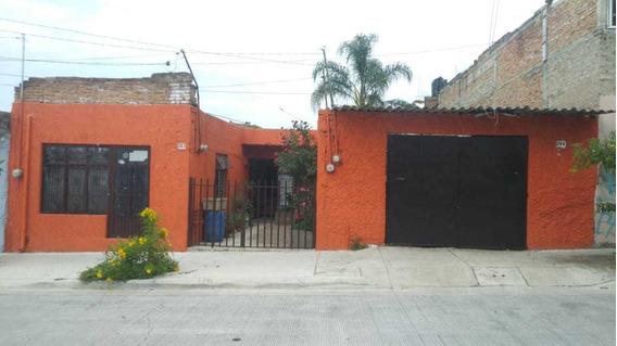 Casa En Huentitan A 4 Cuadras De La Calzada De Oportunidad