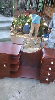 Gabeterito En Caoba Con Su Espejo En San Cristóbal