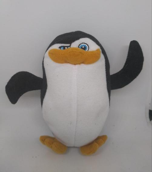 Pelúcia Pinguins Madagascar Capitão
