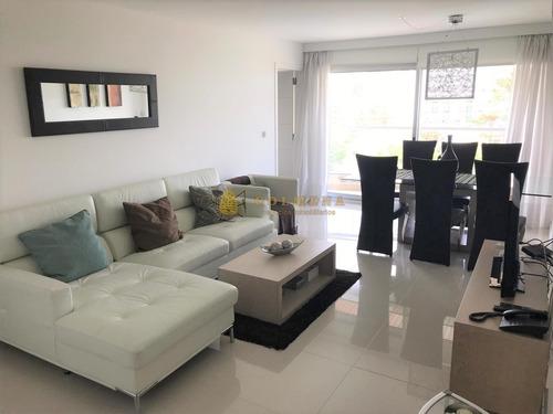 Apartamento En Muy Buena Ubicacion En La Brava, De 2 Dor, 2 Baños, Balcon Y Garaje. Consulte!!!!!!- Ref: 2226