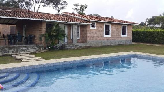 Casa Con Caney Y Piscina