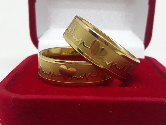 Par De Alianças Casamentos Com Coração E Batimentos Cardiaco