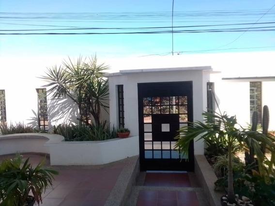 Casa En Venta, 5 Habitaciones, 3 Baños