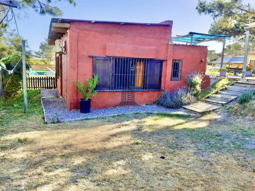 Venta  Casa En Manantiales.- Ref: 1518
