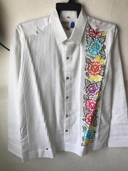 Guayabera Yucateca 100 % Artesanal ,modelo Flores Sombreadas