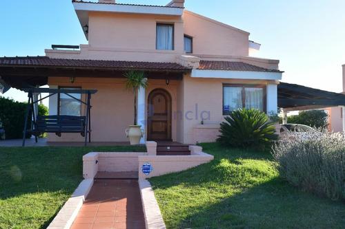 Alquiler Casa De 3 Dormitorios Y Dependencia Con Piscina En Manantiales- Ref: 1164