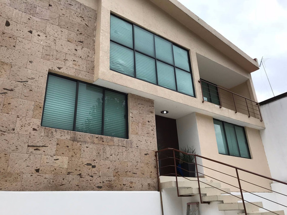 Casa En Renta 360mts2 Con 6 Cuartos, 4.5 Baños, Jardín 120mt
