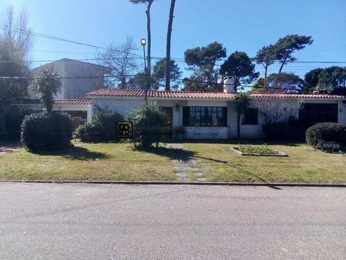 Muy Linda Casa En La Mansa- Ref: 1699
