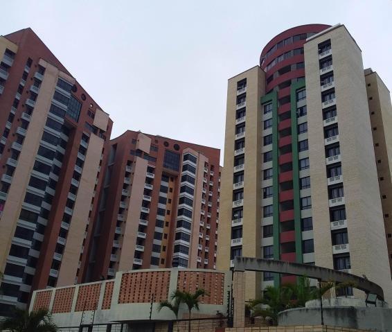 Apartamento En Venta Deleste 20-121 F&m