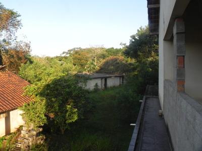 (k.a) Casa Com Lindo Lago Correndo No Meio Do Terreno