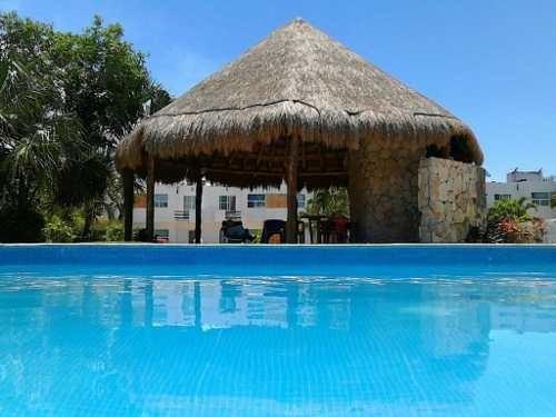 Hermosa Casa En Renta En El Fraccionamiento Playa Del Sol C2715