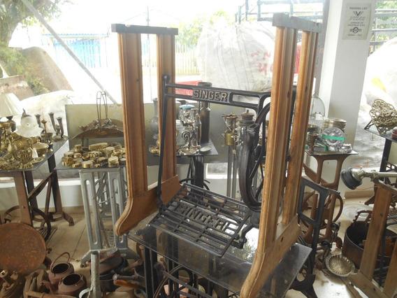 Pe De Maquina De Costura Singer Madeira E Ferro