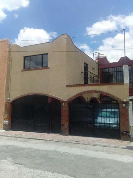 Casa 3 Recamaras, Cochera, Uno Y Medio Baños. Céntrica