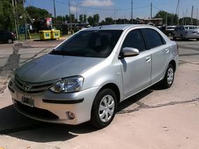 Toyota Etios 1.5 Sedan Xs 2014 Gris Nafta 2da Mano 4 Puertas
