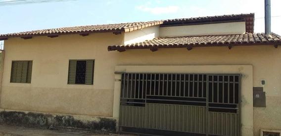 Casa Escriturada De 3 Quartos Em Paracatu/mg