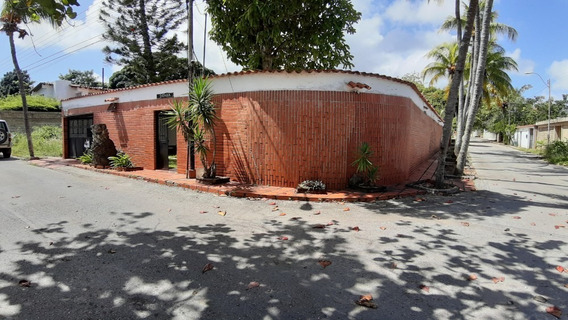 Oportunidad Casa Con Dos Apartamentos Anexos