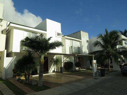 Casa En Venta En Cancun , Quintas Kanavayen