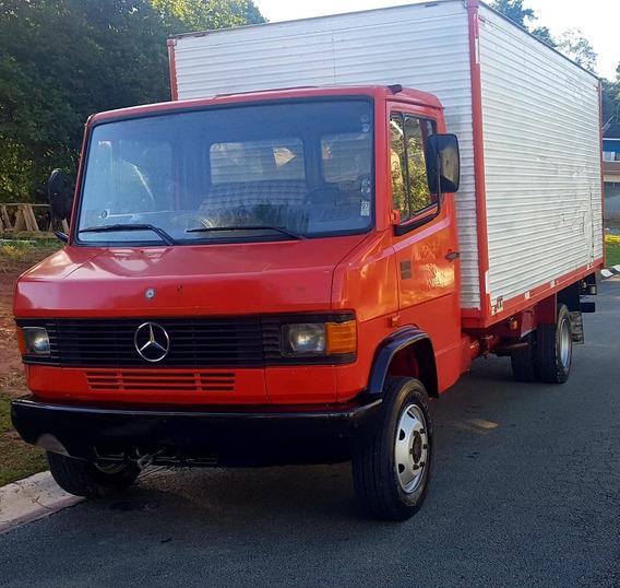 Caminhão Mercedes 912 Bau
