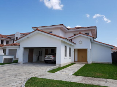 Vendo Casa Espectacular En Fairway States, Santa María 18-58