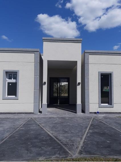 Casa A Estrenar Lagos De Canning Con 3 Dormitorios