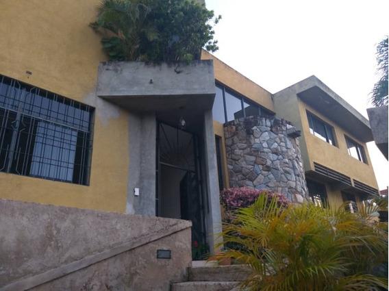 (1100 M2) Amplia Casa De Esquina En Altos De Guataparo.