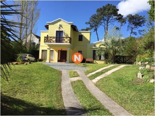 Casa En Venta Y Alquiler, Cantegril, Punta Del Este, 3 Dormitorios.- Ref: 209446