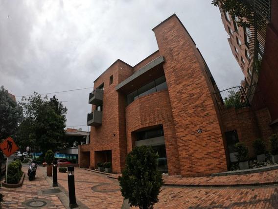 Apartaestudio En Arriendo Chico Mls 19-1061