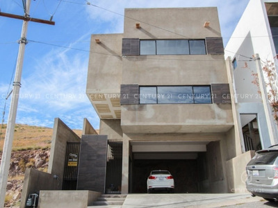 Residencia Nueva En Fraccionamiento Privado, Con Vista Muy Hermosa