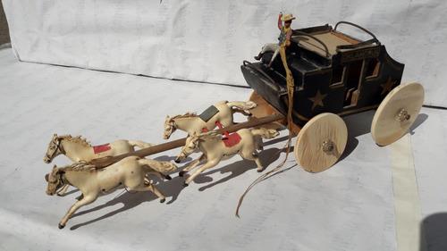 Diligencia De Juguete Antigua Con Caballos Carton Madera Pla