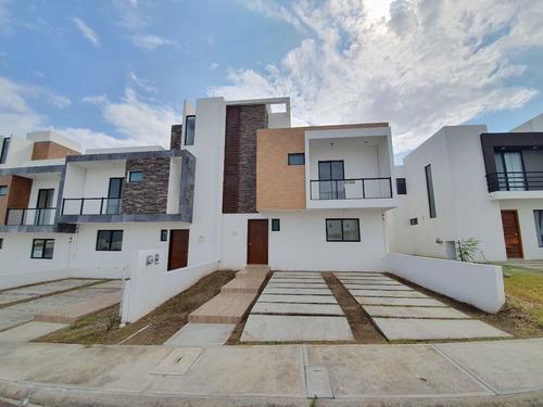 Imagen 1 de 26 de Fracc Lomas De La Rioja Casa En Venta Con Roof Garden Vista
