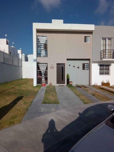Hermosa Casa En Venta De Dos Niveles Con Excedente De Terreno En Vista Campestre