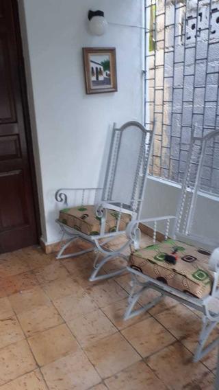 Renta De Casa Amueblada De 2 Habitaciones En Gascue, Gazcue