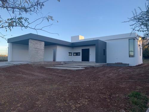 Imagen 1 de 13 de Casa En Venta De Tres Dormitorios, Barrio Cerrado El Bosque, Zona Norte, Córdoba