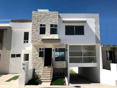 Venta Casa Nueva, Fracc Zibatá, Querétaro. Sótano, 4 Recs
