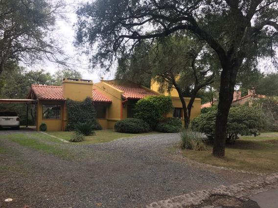 Casa De Tres Dormitorios En Venta En Lomas De La Carolina - Una Planta