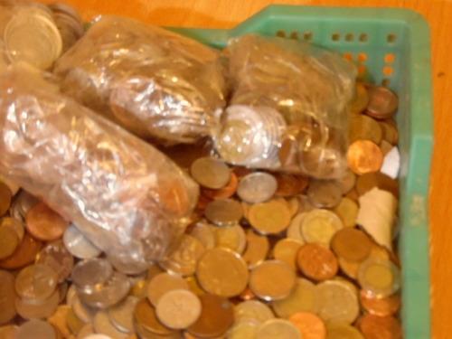 Un  Kilo De Monedas Mundialeras