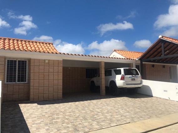 Casas En Venta En Tucacas 04241408770