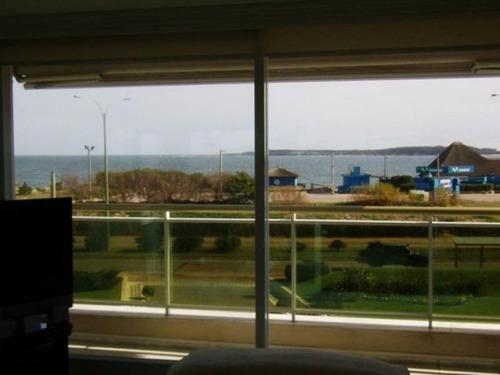 Apartamento En Alquiler Por Temporada De 3 Dormitorios En Playa Mansa