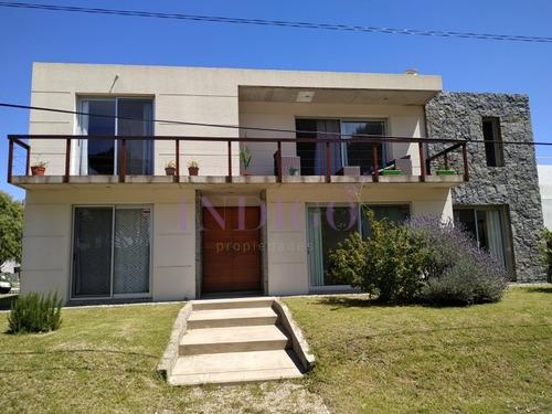 Casa En Manantiales, 4 Dormitorios *- Ref: 214