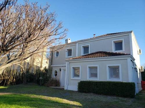 Pilar Del Este,   Los Jazmines, Oportunidad Muy Buena Casa Excelente Ubicación , 3 Dormitorios Con Dependencia